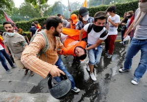 Demonstrators carry an injured man during a protest against Turkey's Prime Minister Tayyip Erdogan and his ruling AK Party in central Ankara June 2, 2013. Erdogan accused Turkey's main secular opposition party on Sunday of stirring a wave of anti-government protests, as tens of thousands regrouped in Istanbul and Ankara after a lull and trouble flared again in the capital. Police used tear gas on protesters in Ankara but the clashes were relatively minor compared with major violence in Turkey's biggest cities on the previous two days. REUTERS/Umit Bektas (TURKEY - Tags: POLITICS CIVIL UNREST) - RTX109EN