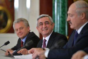 Председатель Коллегии Евразийской экономической комиссии Виктор Христенко, президент Армении Серж Саргсян и президент Белоруссии Александр Лукашенко (слева направо)
