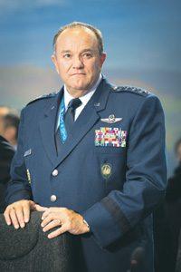 Бывший главком ВС НАТО в Европе генерал Бридлав одним из первых призвал готовиться к ведению войн нового типа. Фото с сайта www.nato.int
