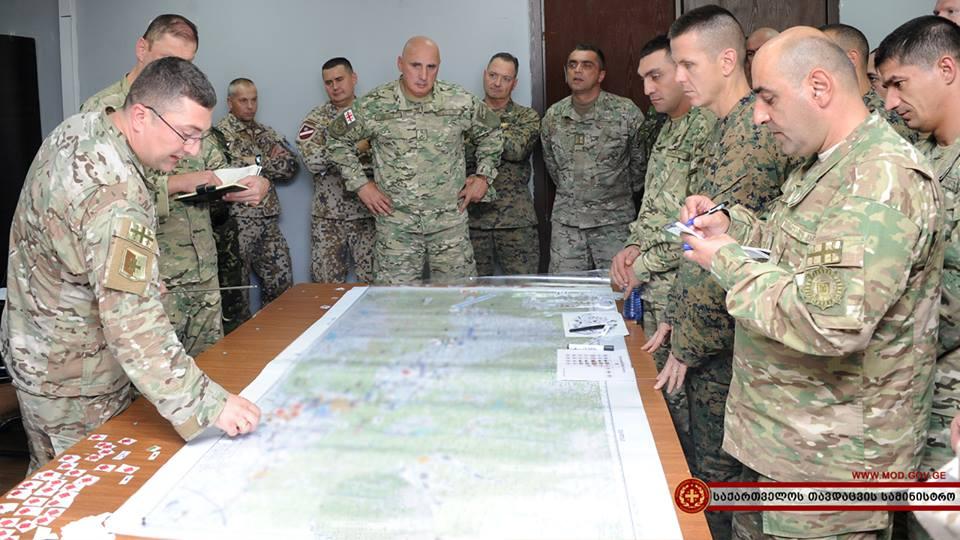 НГШ ВС Грузии, генерал-майор Вахтанг Капанадзе на учениях «Agile Spirit 2016». Полигон Вазиани