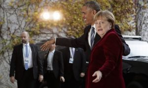 German Chancellor Angela Merkel, right, welcomes U.S. President Barack Obama for a meeting at the chancellery in Berlin, Thursday, Nov. 17, 2016. (AP Photo/Markus Schreiber).