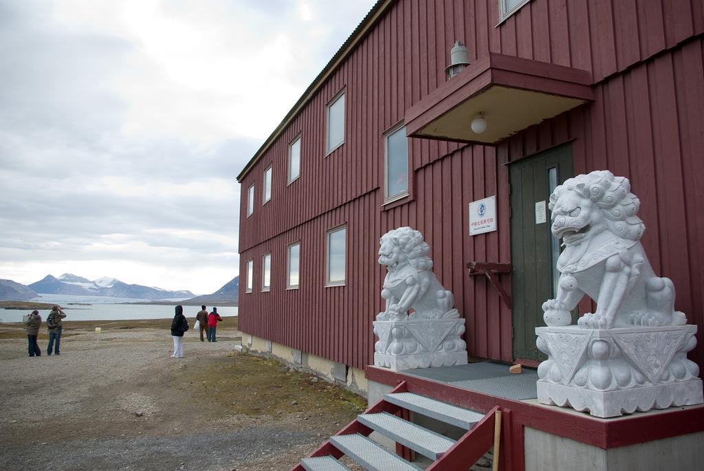 Китайская полярная станция «Хуанхэ чжань» в посёлке Ню-Олесунн на архипелаге Шпицберген. Фото: Cryopolitics